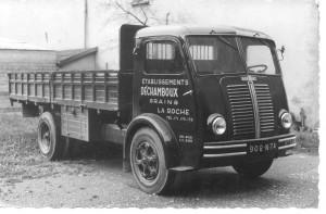 ancien camion 1950 noir et blanc